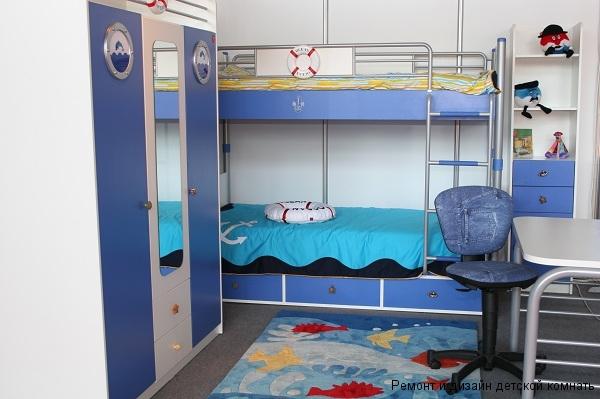 Стилизованная мебель на морскую тему в комнате для двух капитанов