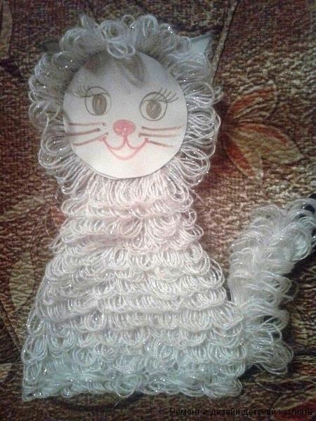 Фигурка кошки из ниток
