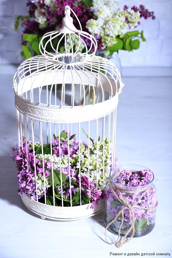 Декоративная клетка с лиловыми цветами