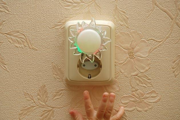 Осветительный прибор в розетке