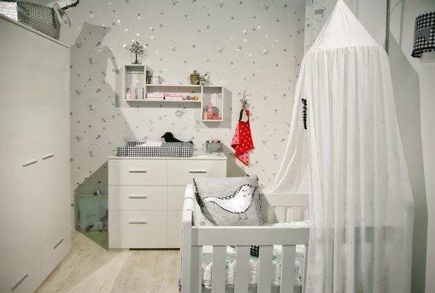 Комната в белом цвете для новорожденной девочки