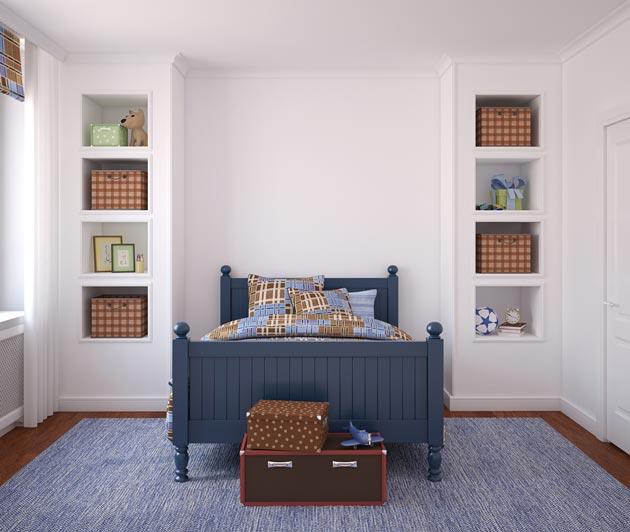 Яркие акценты за счет синей кровати и текстиля