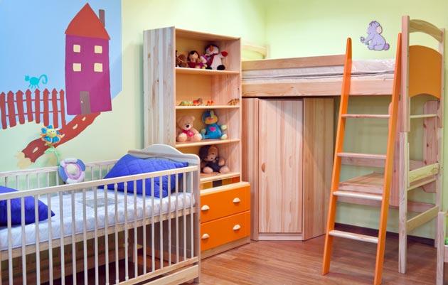 Кровати, шкаф и стеллаж для двух разновозрастных мальчиков