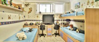 Кровати для трех девочек и письменный стол