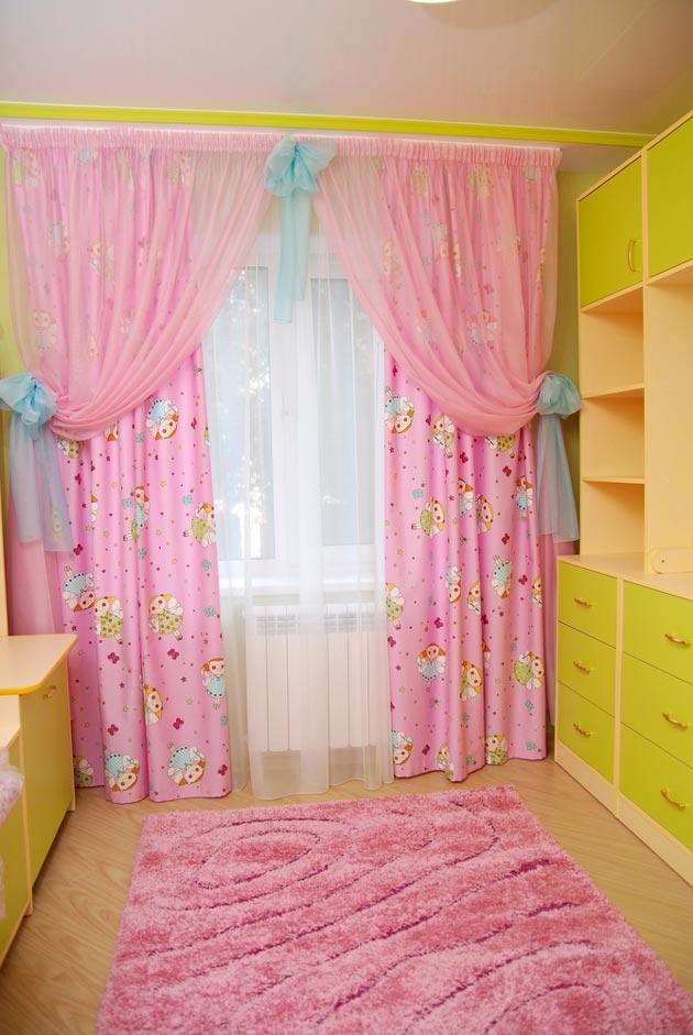 Розовые шторы с тюлем в детской для девочки