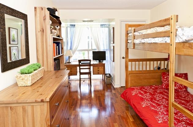 Спальная зона, рабочая и место отдыха для двух мальчиков