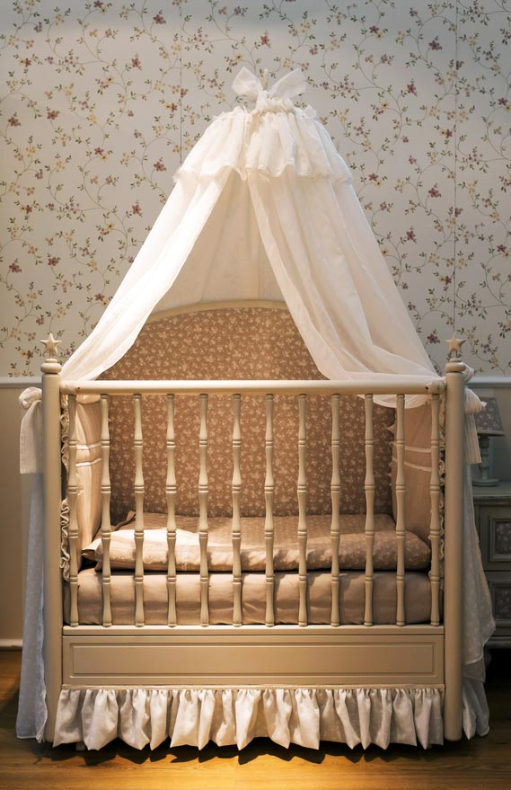 Подвесной над кроваткой новорожденного