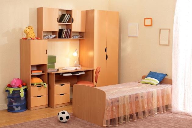 Расстановка мебели из шкафа, кровати, письменного стола