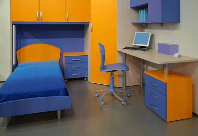 Расстановка углового шкафа, кровати и письменного стола