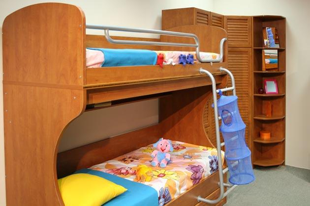 Угловой шкаф с кроватью для двоих