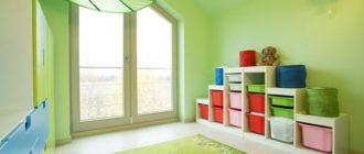 Стеллажи в зеленой детской комнате
