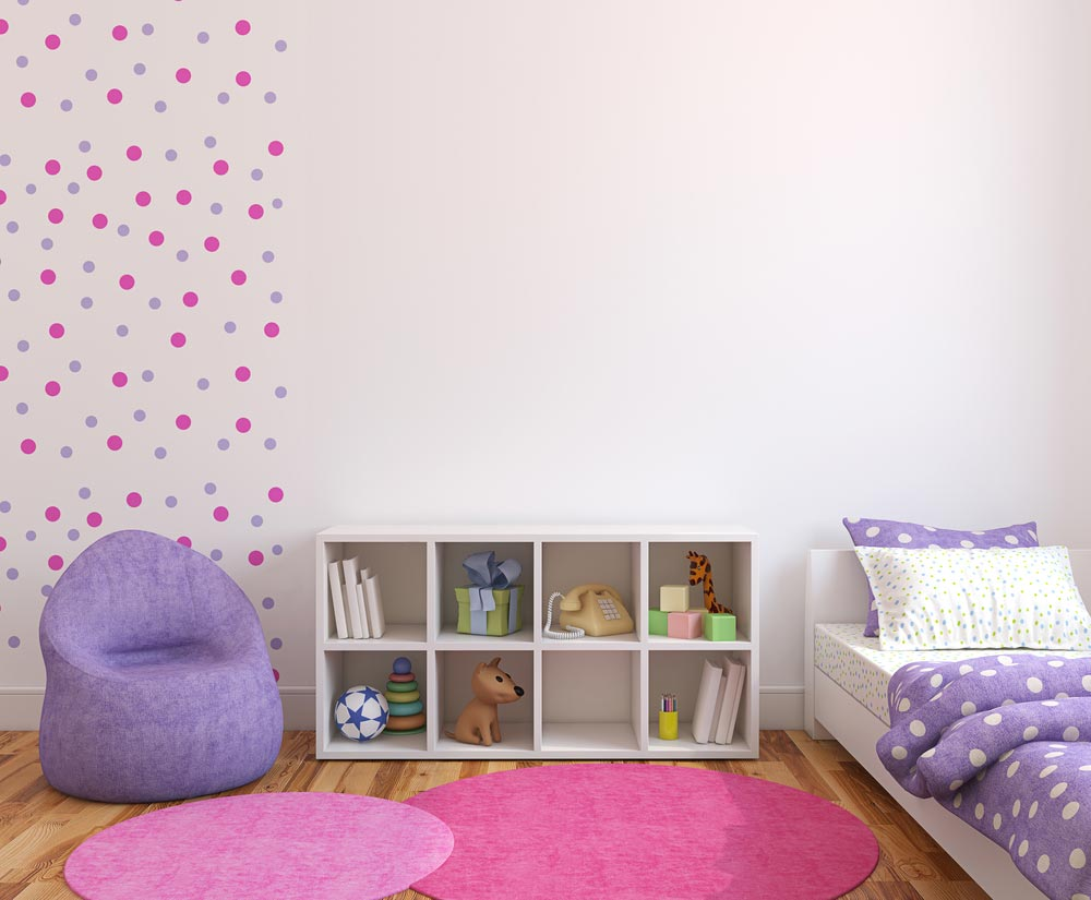 Украшение стены в детской нарисованными кругами разного цвета