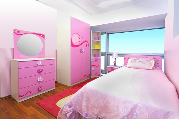 Мебельный спальный гарнитур для девочки в розовом и белом цвете