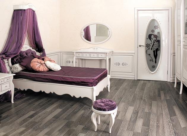 Мебель и дверь в детской в стиле модерн