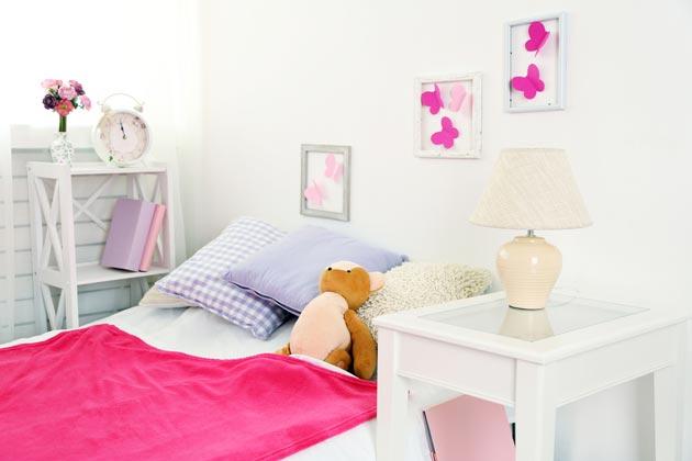 Точечное использование ярко-розового в декоре и текстиле