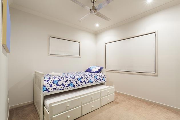 Модель выдвижной кровати для детей с ящиками для хранения вещей
