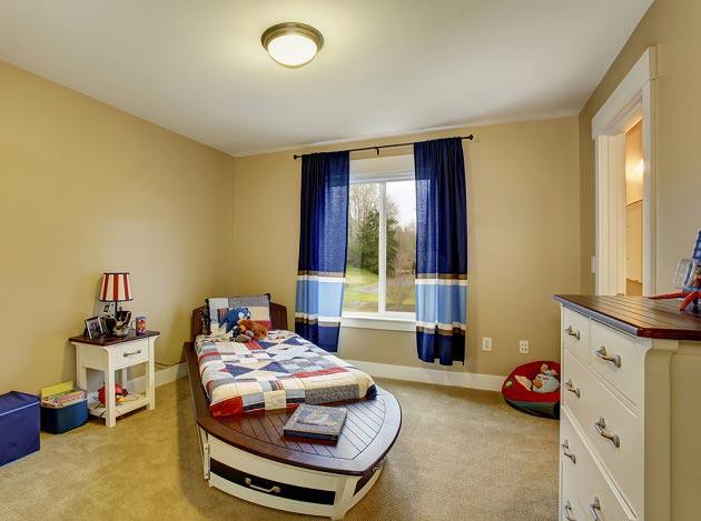 Бежевый цвет стен в комнате для мальчика