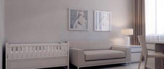 Интерьер гостиной с детской кроваткой