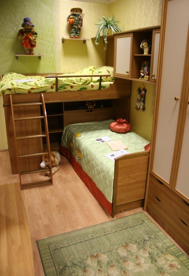 Спальный уголок с перпендикулярным расположением кроватей