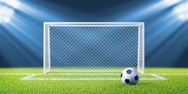 Рисунок футбольного поля с мячом и воротами