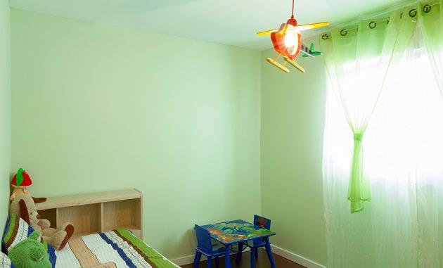 Светло зеленые стены в комнате дошкольника