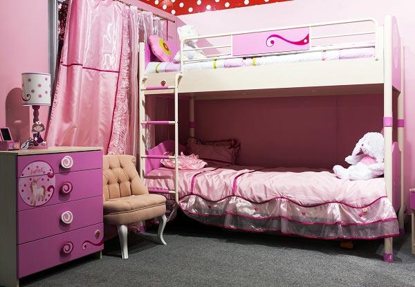 Интерьер в розовом цвете для двух сестер с двухэтажной кроватью