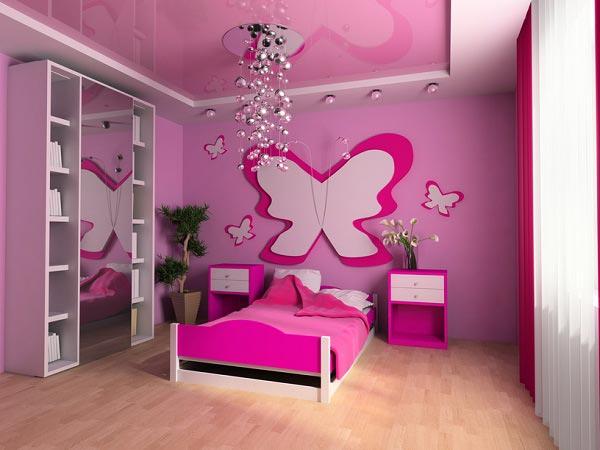 В розовом цвете с декором из бабочек и глянцевым натяжным потолком