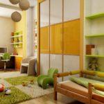 Интерьер детской комнаты со шкафом-купе и ковром