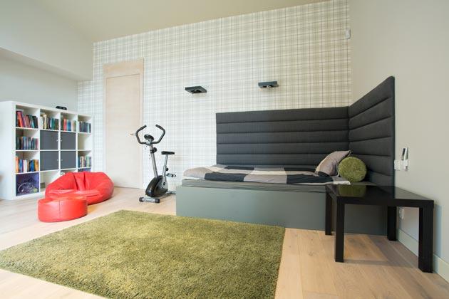 Комната подростка с мягкой бескаркасной мебелью