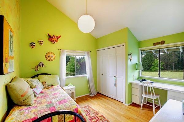 Салатовый цвет стен в сочетании с белой мебелью