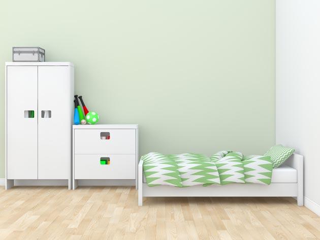 Детская с белой мебелью и светлыми стенами