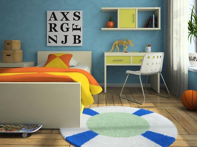 Со столом для творчества и удобной кроватью