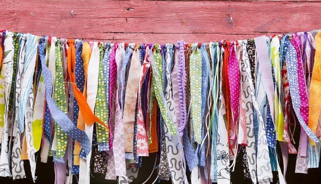 Разноцветные ленточки из ткани