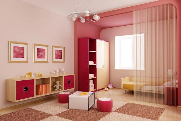 Легкие занавески отделяют спальную зону в детской