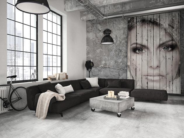 Дизайн в стиле лофт с балками и большими окнами