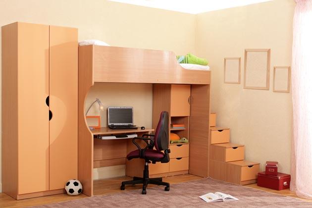 Кровать чердак с письменным столом на нижнем ярусе