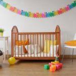 Деревянная модель кроватки для новорожденного