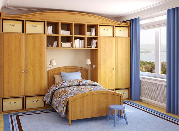 Вместительные шкафы и кровать