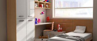 Минимум мебели в детской спальне молочно-серого цвета