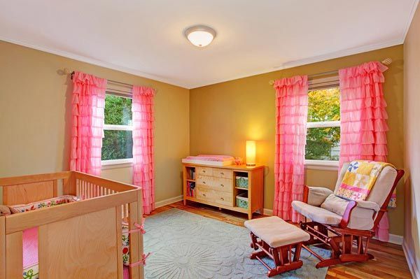 в комнате для новорожденной