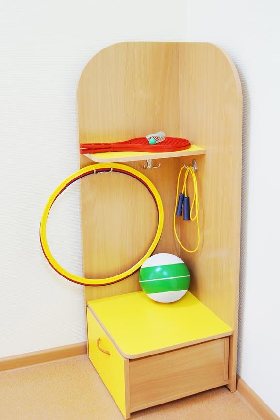 Уголок с полочками для хранения игрушек