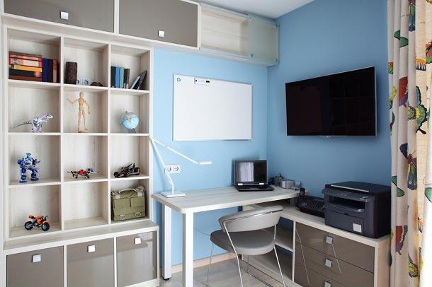 Письменный стол, стеллаж - рабочее место школьника