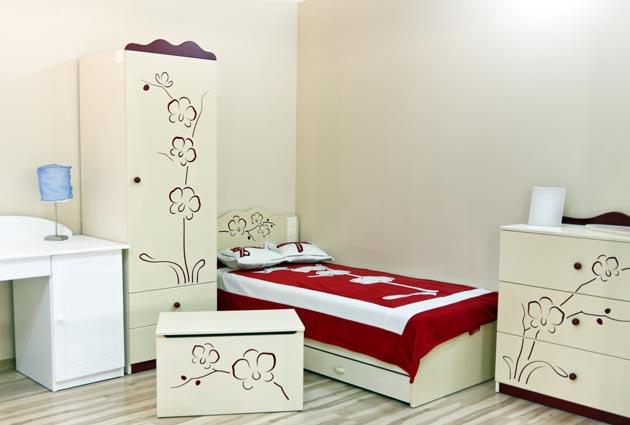 Шкаф, комод, кровать и стол необходимая мебель для девочки