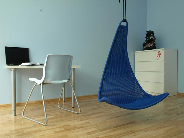 Вариант подвесного кресла в интерьере для девочки подростка