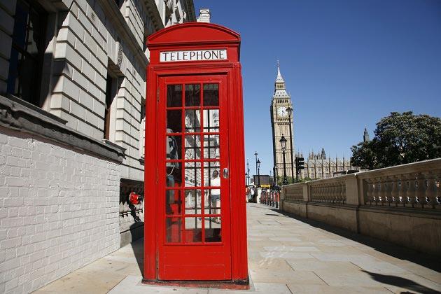 Фотобои с красной телефонной будкой и часами Биг Бен