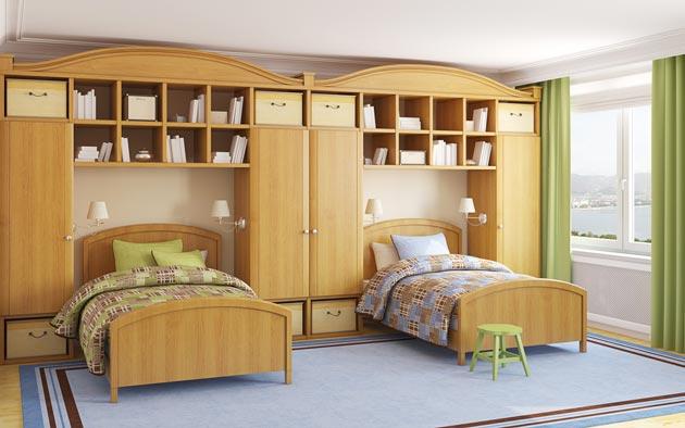 С двумя раздельными кроватями и вместительными шкафами