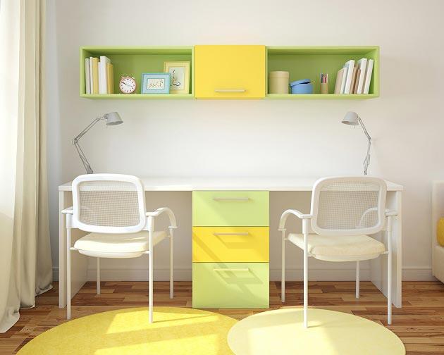 Общий письменный стол для двоих, разделенный ящиками для хранения