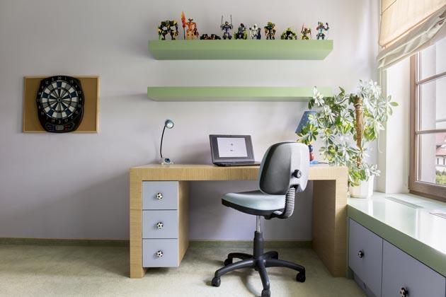 Организация рабочего места для ребенка справа от окна