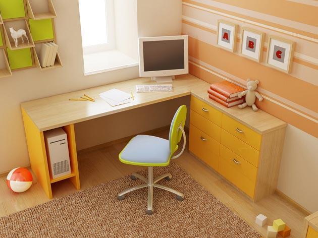 Расположение рабочего стола для школьника в углу комнаты