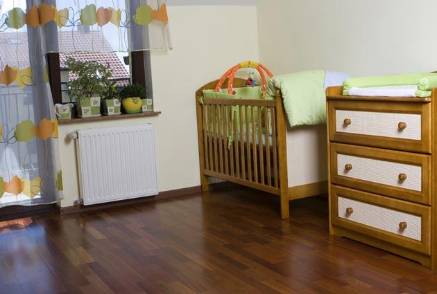 Пеленальный комод и кроватка в детской